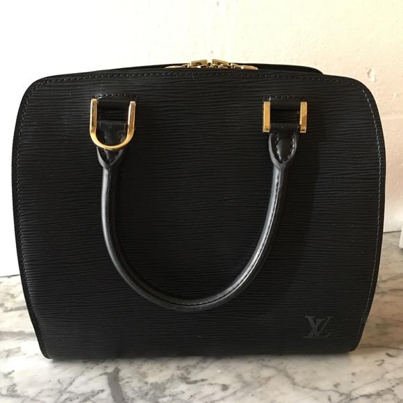 3029d8038a94 Louis Vuitton Handbags - 🎊Sale!Louis Vuitton Pont Neuf black epi leather🎊